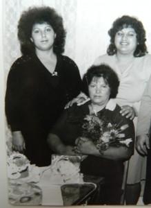 sestry Věra a Růžena s maminkou